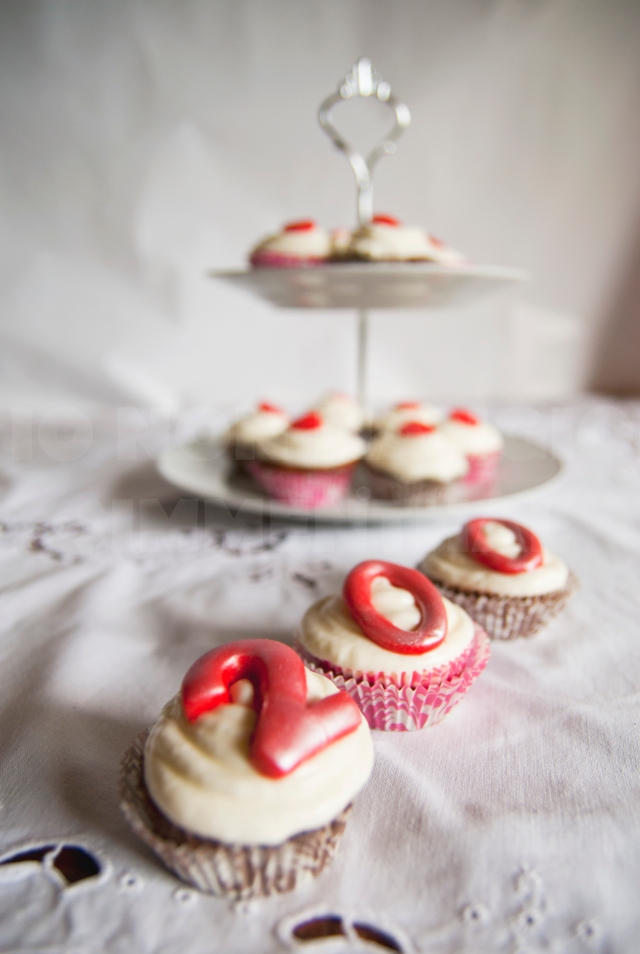 red velvet cupcakes 200_01a